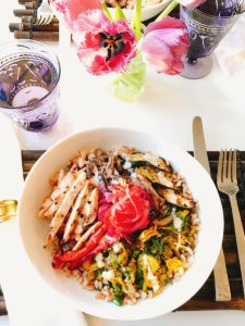 "Danielle Renov wraps up her ""Day in a Bowl"" series with Lemony Grilled Chicken Farro Bowls By Danielle Renov of @peaslovencarrots"