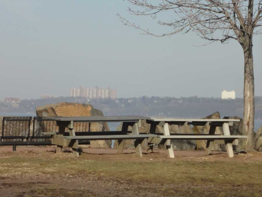 Englewood Cliffs Park and Picnic Area: Englewood Cliffs, NJ The park at Englewood Cliffs is one of our favorite spots for a summer barbeque.