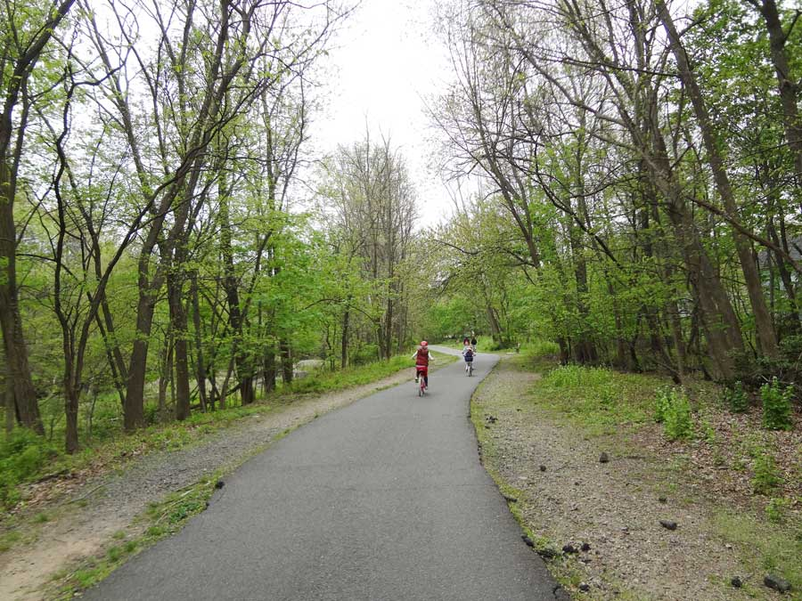 Saddle River County Park: Bergen County, NJ The Saddle River County Park is a 577 acre park which consists of five separate parks, with bike paths, streams and tributaries connecting them.