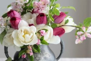 Arranging A Beautiful Bouquet of Flowers Is Easier Than You Thought
